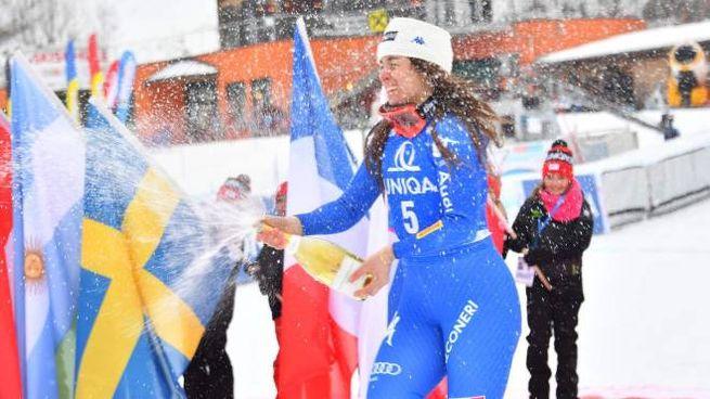 Sofia Goggia festeggia la vittoria (Afp)