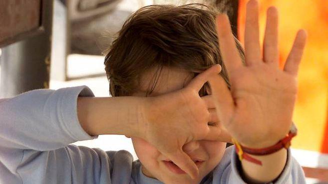 Un bambino spaventato (foto d'archivio)