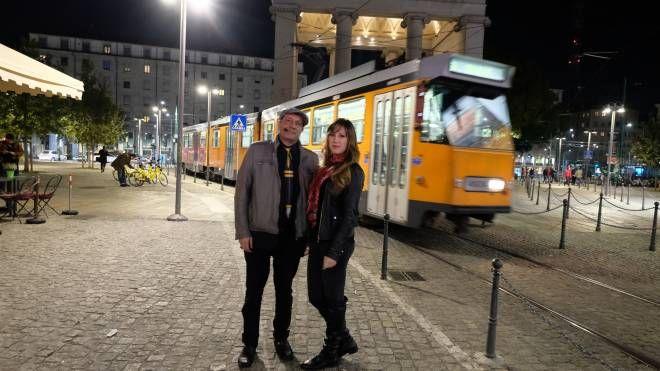 Lo scrittore Andrea G. Pinketts con Alexia Solazzo (Newpress)