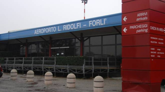 L'aeroporto Ridolfi, da ormai cinque anni desolantemente vuoto