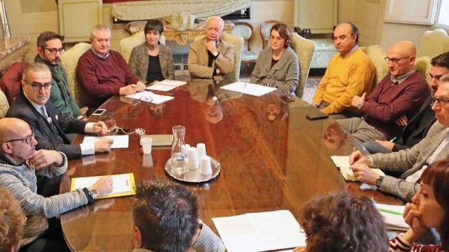 L'incontro che si è svolto tra Comune, sindacati e rappresentanti della grande e media distribuzione