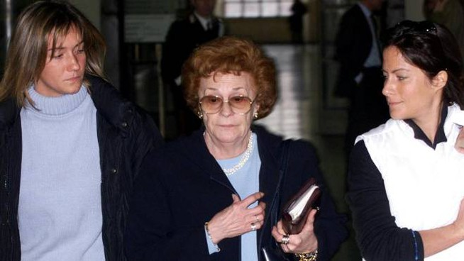 Mamma Silvana fra le nipoti Alessandra (a sinistra) e Allegra Gucci