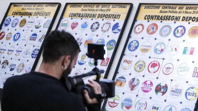 Alcuni contrassegni affissi al Viminale per la presentazione dei simboli elettorali (Ansa)