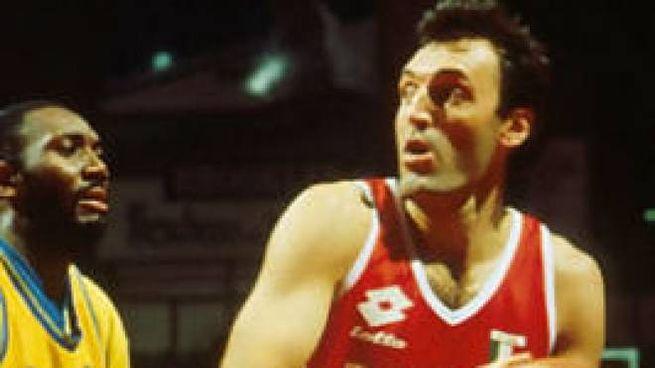 Dino Meneghin in maglia Olimpia Milano