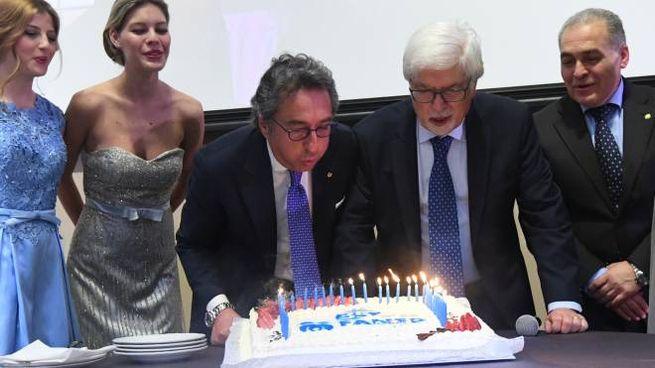 Il presidente Valentino Di Pisa e il professor Emilio Franzoni spengono le candeline della Fanep