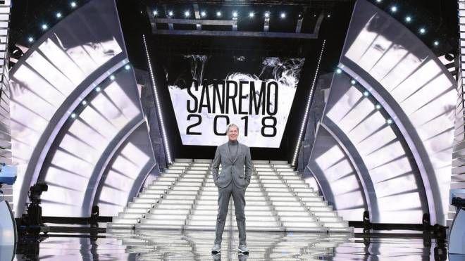 Claudio Baglioni sul palco del Festival di Sanremo 2018 (Ansa)