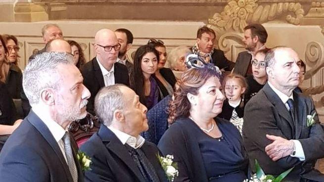 Al centro gli sposi, Cinzia Stracquadaini e Giacomo Schinasi