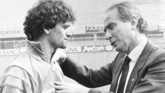 Azeglio Vicini, a destra, con Alessandro Altobelli (Ansa)