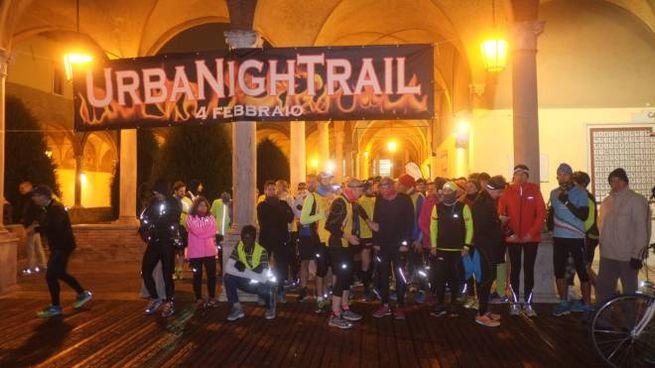 La corsa podistica Urban Night Trail, partenza nel chiostro di San Mercuriale