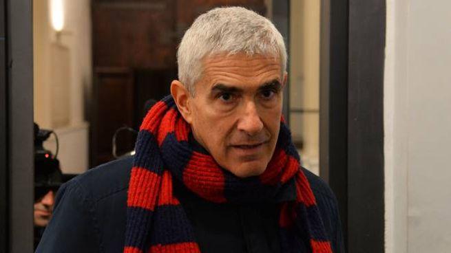 ROSSOBLÙ Pier Ferdinando Casini con la sciarpa del Bologna