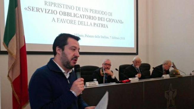 Matteo Salvini all'incontro che chiede il ripristino della naja (Ansa)