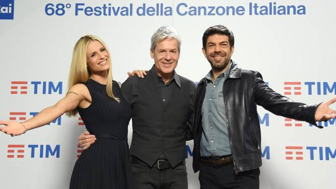 Sanremo 2018: Hunziker, Baglioni, Favino (foto Ansa)
