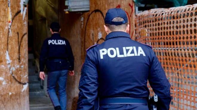 Polizia in azione (Ansa)
