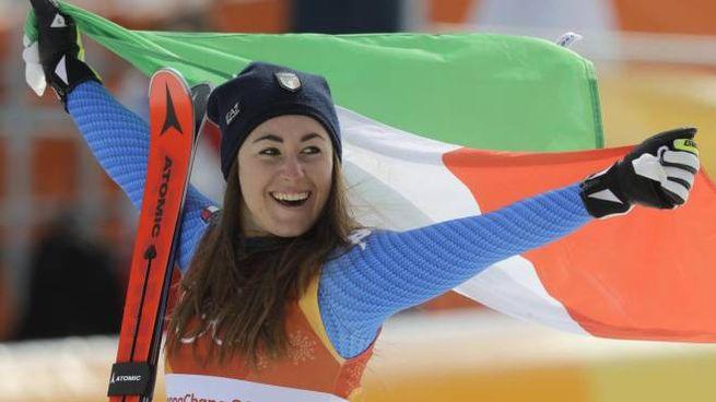 Sofia Goggia festeggia la medaglia d'oro (Ansa)