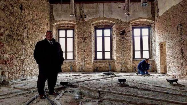 Il sindaco Vivarelli Colonna nel cantiere di palazzo Mensini
