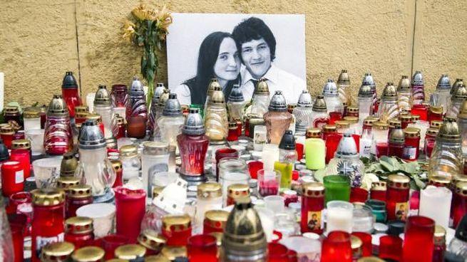 Le immagini del reporter Jan Kuciak e della fidanzata Martina, uccisi in Slovacchia (Ansa)