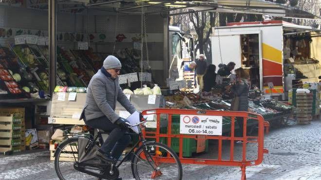 Mercato a Sondrio (Orlandi)