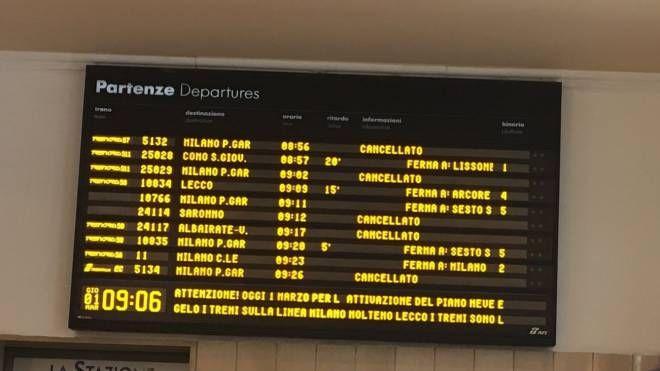 Treni cancellati per neve e gelo (Foto Twitter)