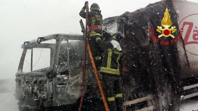 L'intervento dei vigili del fuoco in tangenziale