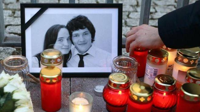 Preghiere per il giornalista Jan Kuciak e la fidanzata Martina Kusnirova (Ansa)