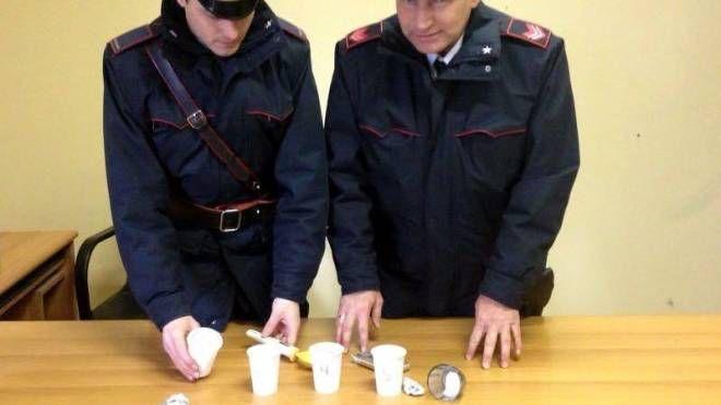 I carabinieri con la droga sequestata