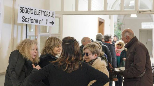 Elezioni 4 marzo, uno dei seggi di Fermo (foto Zeppilli)