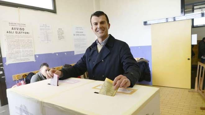 Giorgio Silli al voto (foto Attalmi)