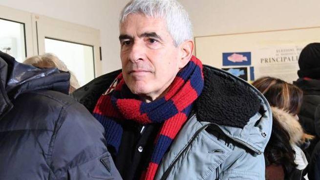 Pier Ferdinando Casini è andato a votare con la sciarpa del Bologna (FotoSchicchi)