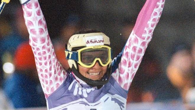 Lara Magoni esulta dopo il traguardo in una foto d'archivio del '97 (Ansa)