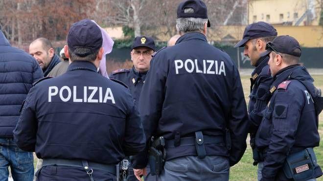 Agenti di polizia in azione al Novi Sad (FotoFiocchi)