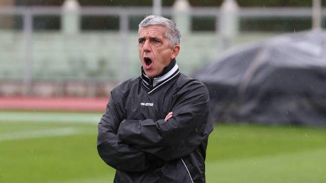 L'allenatore dell'Imolese Gadda (foto Isolapress)