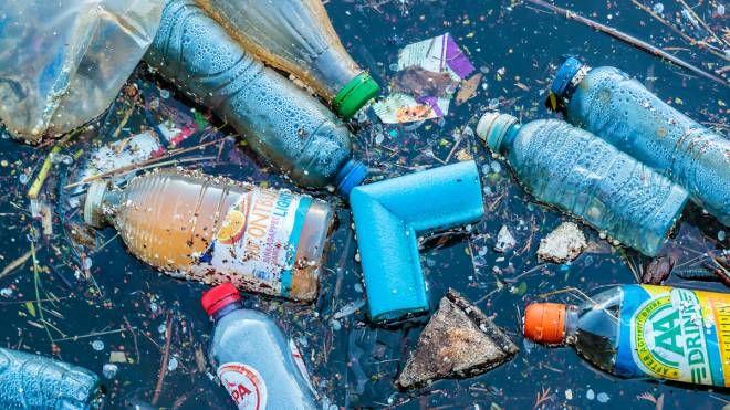 Un mare di plastica (Foto: DutchScenery/iStock)
