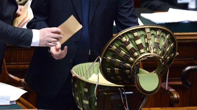 Lo spoglio al termine del voto nella prima seduta della XVII legislatura nel 2013 (Ansa)