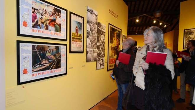Il taglio del nastro della mostra al Roverella (Foto Donzelli)