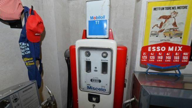 Una vecchia pompa di carburante