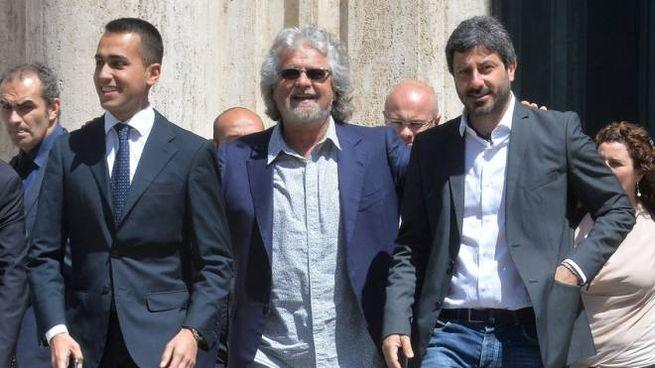 Beppe Grillo con Luigi Di Maio e Roberto Fico (ImagoE)