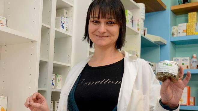 Ilaria Miele mostra una delle confezioni che in pochi giorni ha già riscosso grande successo (Cavalleri)