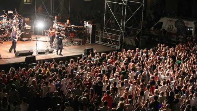 Piazza Matteotti gremita per un concerto di 'Imola in musica'