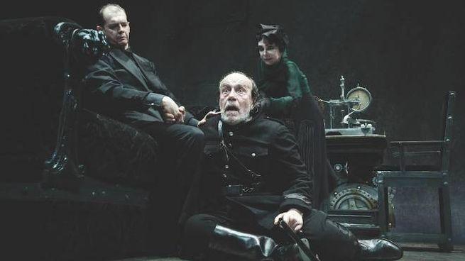 Adriana Asti, Giorgio Ferrara e Giovanni Crippa  in scena al Metastasio