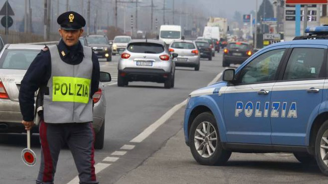 I controlli sono stati effettuati  da Polstrada e commissariato (foto d'archivio)