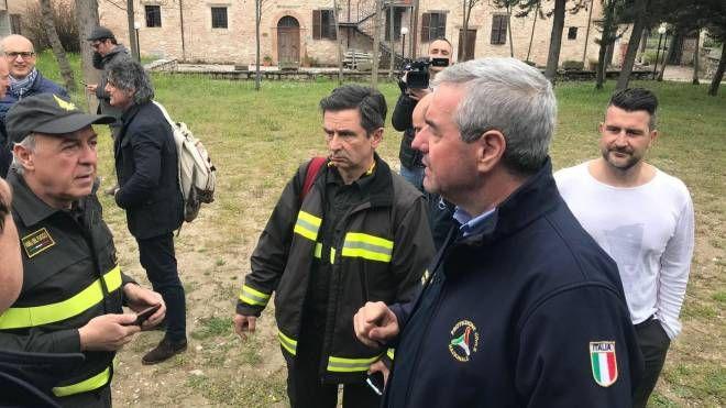 Protezione civile e vigili del fuoco al lavoro