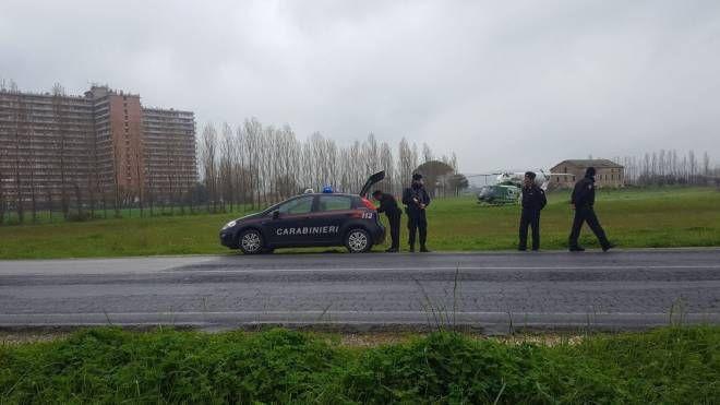 Il posto di blocco dei carabinieri davanti all'Hotel House