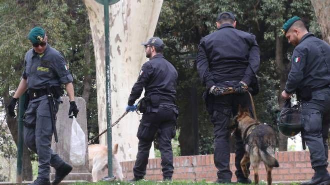 Bologna, i cinofili della guardia di Finanza in Montagnola (FotoSchicchi)