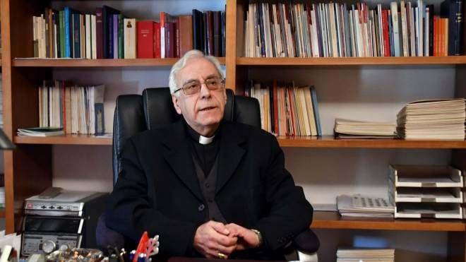 Il vescovo di Massa Carrara e Pontremoli, monsignor Giovanni Santucci (Foto Delia)