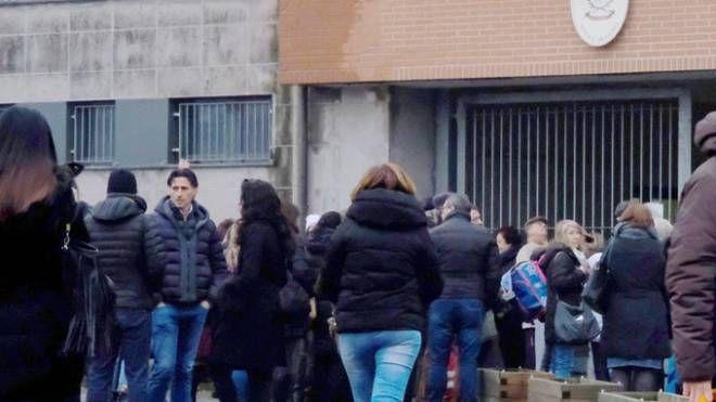 Attimi di panico si sono vissuti l'altro pomeriggio alla scuola  Robarello di via Alpini Fortunatamente la piccola abita vicino all'istituto
