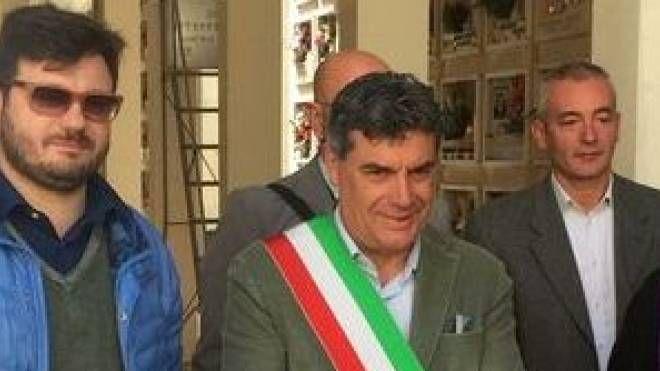 INAUGURAZIONE Il sindaco Seri nel nuovo padiglione del cimitero di Rosciano