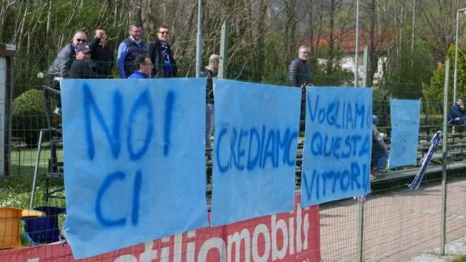 I tifosi hanno accolto le Leonesse al campo di allenamento per dare il loro sostegno