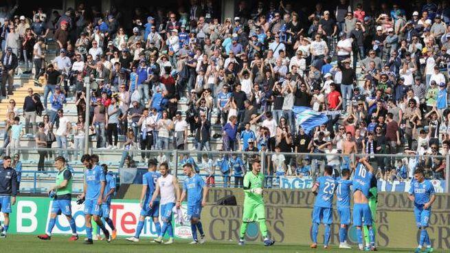 Empoli-Pro Vercelli, festa azzurra a fine gara (foto Gasperini/Germogli)