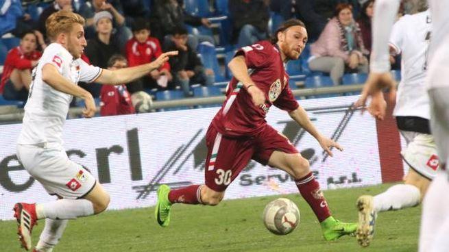Reggiana-Bassano 0-0, Cattaneo in azione (LaPresse)