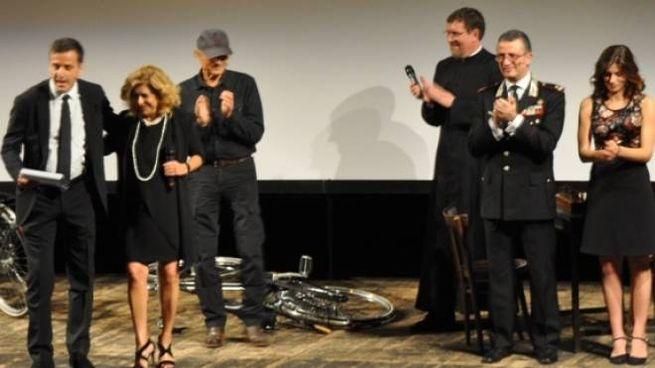 """Terence Hill e gli altri protagonisti di """"Don Matteo"""" hanno salutato il pubblico"""